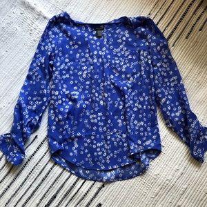 Blue daisy print blouse